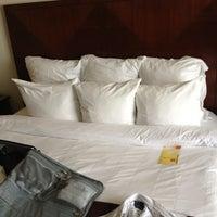 Das Foto wurde bei Renaissance New York Hotel 57 von EJ P. am 1/16/2013 aufgenommen
