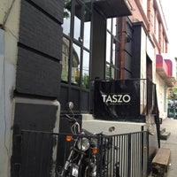 Снимок сделан в Taszo Espresso Bar пользователем Suzanne S. 5/18/2013
