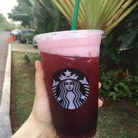 Das Foto wurde bei Starbucks von Lupita V. am 9/25/2017 aufgenommen