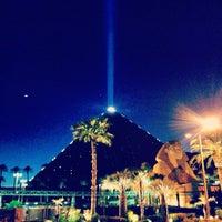 รูปภาพถ่ายที่ Luxor Hotel & Casino โดย Conrado S. เมื่อ 5/8/2013