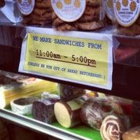 Das Foto wurde bei Larchmont Village Wine & Cheese von @askotzko am 10/13/2012 aufgenommen