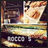 รูปภาพถ่ายที่ Pasticceria Rocco โดย Alissa F. เมื่อ 8/29/2013