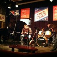 รูปภาพถ่ายที่ Reduta Jazz Club โดย Vladimir A. เมื่อ 3/11/2013