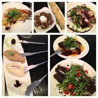 Снимок сделан в Meli Restaurant пользователем Eelain S. 6/26/2013