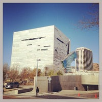 Foto tirada no(a) Perot Museum of Nature and Science por J.R. A. em 12/13/2012