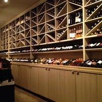 Das Foto wurde bei Los Olivos Wine Merchant Cafe von Andrew H. am 2/17/2013 aufgenommen