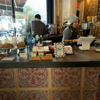 Photo prise au Toby's Estate Coffee par Scott H. le12/4/2015
