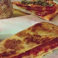 รูปภาพถ่ายที่ Hard Times Pizza Co. โดย Chris L. เมื่อ 12/2/2013