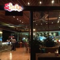 รูปภาพถ่ายที่ Shaka Restaurant Bar & Cafe โดย Yasemin A. เมื่อ 9/17/2012
