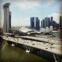 Foto tomada en Marina Bay Downtown Area (MBDA) por Daryl A. el 11/30/2012