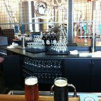 รูปภาพถ่ายที่ Discretion Brewing โดย Scott R. เมื่อ 3/14/2013