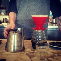 Foto scattata a Toby's Estate Coffee da Aya R. il 11/26/2012