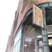 Foto tirada no(a) Bridgeport Coffee Company por NuttyKnot .. em 4/21/2013