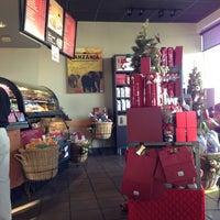 Foto scattata a Starbucks da Jennifer W. il 11/18/2012