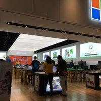Foto tirada no(a) Microsoft Store por Henk D. em 1/9/2017