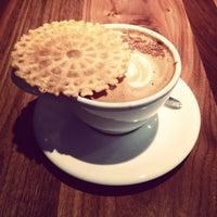 10/23/2013 tarihinde Lin J.ziyaretçi tarafından Vespr Craft Coffee & Allures'de çekilen fotoğraf
