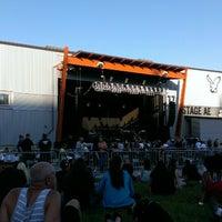 รูปภาพถ่ายที่ Stage AE โดย Mark K. เมื่อ 6/19/2013