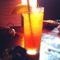 Снимок сделан в Pearl Raw Bar пользователем D.L. H. 6/16/2013
