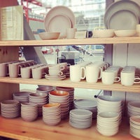 Photo prise au Heath Ceramics par Stephanie S. le9/23/2012