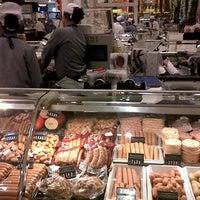 Das Foto wurde bei Gourmet Market von dada p. am 12/1/2012 aufgenommen