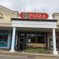 Foto diambil di PD Pizza oleh Scott P. pada 10/15/2017