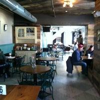 11/3/2012 tarihinde Melissa P.ziyaretçi tarafından One Shot Cafe'de çekilen fotoğraf