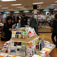 Photo prise au Kinokuniya Bookstore par Phillip B. le12/16/2012