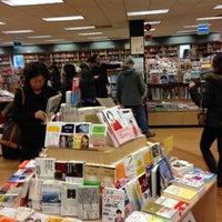 Foto scattata a Kinokuniya Bookstore da Phillip B. il 12/16/2012