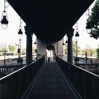 Das Foto wurde bei Pont de Bir-Hakeim von Paul C. am 5/18/2014 aufgenommen