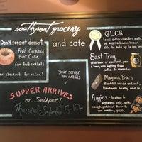 Foto scattata a Southport Grocery & Cafe da Dion P. il 6/16/2013