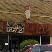 Foto tomada en Stomping Grounds Coffee & Wine Bar por Angela R. el 5/8/2013