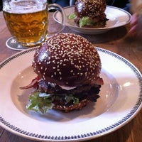 Photo prise au Dish – Fine Burger Bistro par Daniela P. K. le11/30/2012
