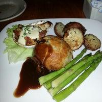 Foto diambil di Bluestone Restaurant oleh Mike N. pada 2/15/2013
