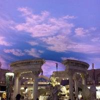 7/23/2013 tarihinde Jun H.ziyaretçi tarafından Festival Fountain - The Forum Shops at Caesars Palace'de çekilen fotoğraf