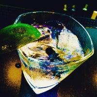รูปภาพถ่ายที่ Vinyl Social Food & Drink โดย Fred R. เมื่อ 7/16/2015
