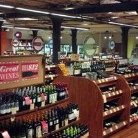 10/26/2012에 Ken P.님이 Astor Wines & Spirits에서 찍은 사진