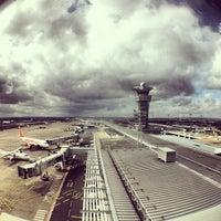 Foto tomada en Aeropuerto de París-Orly (ORY) por Sebastian K. el 3/19/2013