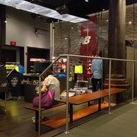 Foto tirada no(a) New Balance NYC Flagship Store por Wooyoung H. em 9/6/2014