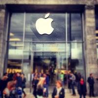 Das Foto wurde bei Apple Jungfernstieg von Christoph M. am 9/15/2012 aufgenommen
