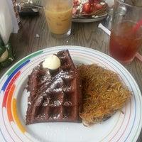 Das Foto wurde bei Bragg's Factory Diner von Zara P. am 7/11/2013 aufgenommen