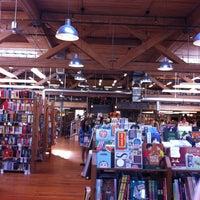 Foto scattata a Elliott Bay Book Company da Danielle D. il 5/4/2013