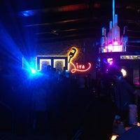 Photo prise au M Pub & Lounge par ® le3/15/2013