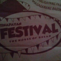 Foto tirada no(a) Tinapayan Festival Bakeshoppe por David Francis D. em 2/6/2014