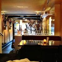 9/28/2012 tarihinde Дмитрийziyaretçi tarafından Herengracht Restaurant & Bar'de çekilen fotoğraf