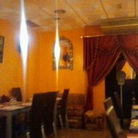 Foto tomada en Aljuzama Restaurante Árabe Halal por Diego A. el 6/13/2013