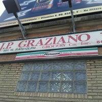 Das Foto wurde bei J.P. Graziano Grocery von Anthony M. am 3/2/2013 aufgenommen