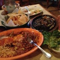 Foto tomada en La Parrilla Mexican Restaurant por Rebecca H. el 11/2/2012