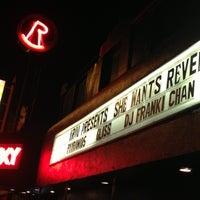 รูปภาพถ่ายที่ The Roxy โดย Adam A. เมื่อ 10/6/2012