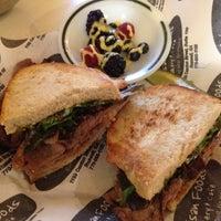 12/11/2012にEren B.がArtisan Foods Bakery & Caféで撮った写真