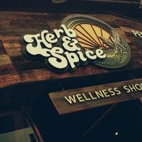 9/26/2013 tarihinde Xander S.ziyaretçi tarafından Herb & Spice Wellness Shop'de çekilen fotoğraf